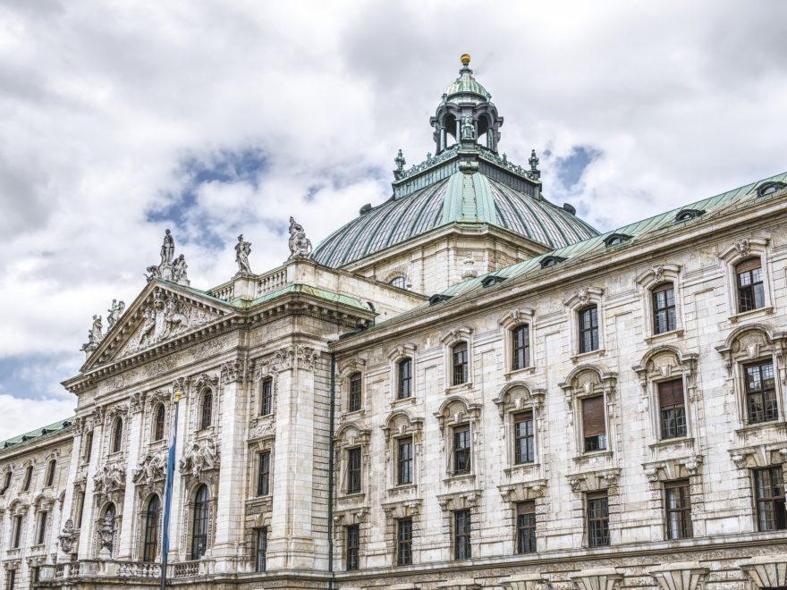 Rechtsanwaltsgesellschaft - Treuhandgesellschaft